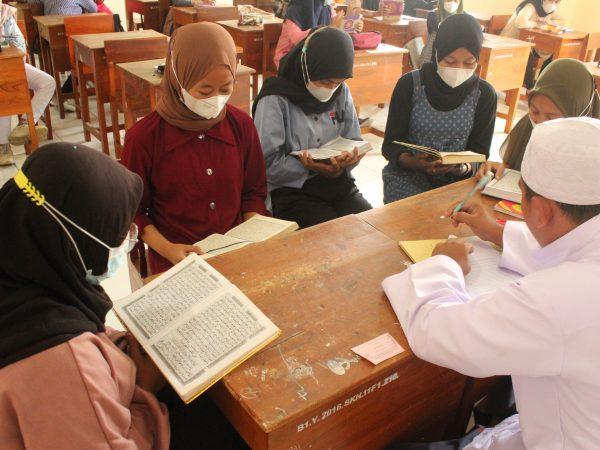 Tidak Hanya Bekali Siswa Dengan Kompetensi Di Bidang Kesehatan, SMK Kesehatan Citra Medika Sukoharjo Juga Bekali Siswa Dengan Hafalan Ayat Al-Qur'an
